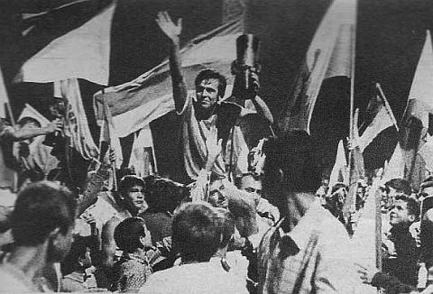 Petar Nikezić na ramenima navijača nakon osvajanja Letnje lige šampiona Jugoslavije 1970.